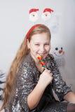 Retrato de 10 años de la Navidad de la muchacha Foto de archivo