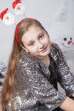 Retrato de 10 años de la Navidad de la muchacha Imágenes de archivo libres de regalías