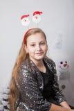 Retrato de 10 años de la Navidad de la muchacha Fotos de archivo libres de regalías