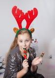 Retrato de 10 años de la Navidad de la muchacha Foto de archivo libre de regalías
