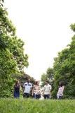 Retrato de adolescencias en parque Imagen de archivo libre de regalías