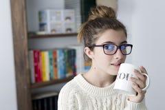 Retrato de adolescente con los vidrios Fotografía de archivo