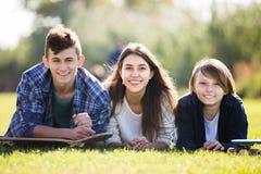 Retrato de adolescentes felices Fotos de archivo libres de regalías