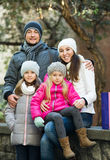 Retrato de adultos felices con las hijas Fotos de archivo