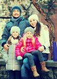 Retrato de adultos felices con las hijas Imagen de archivo