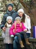 Retrato de adultos felices con las hijas Fotografía de archivo