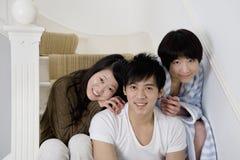 Retrato de amigos jovenes felices Imágenes de archivo libres de regalías