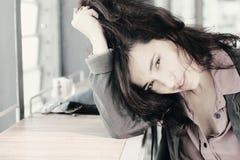 Retrato de 35 anos bonitos da mulher adulta Imagens de Stock Royalty Free