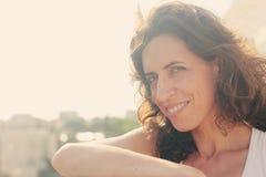 Retrato de 35 anos bonitos da mulher adulta Foto de Stock