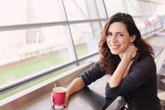 Retrato de 40 anos bonitos da mulher adulta Imagem de Stock Royalty Free