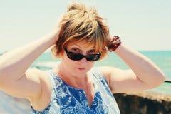 Retrato de 35 anos bonitos da mulher adulta Imagem de Stock