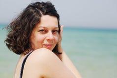 Retrato de 40 anos bonitos reais da mulher adulta Foto de Stock Royalty Free