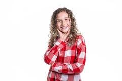 Retrato de 9 anos de menina idosa com cabelo encaracolado, isolado no branco Foto de Stock Royalty Free