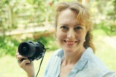 Retrato de 40 anos reais bonitos da mulher adulta Foto de Stock