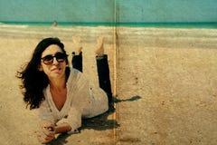 Retrato de 40 anos reais bonitos da mulher adulta Imagem de Stock Royalty Free