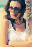 Retrato de 35 anos sérios bonitos da mulher adulta Fotos de Stock Royalty Free