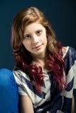 Retrato de assento da forma da menina bonita nova Imagem de Stock Royalty Free