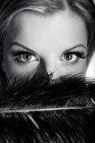 Retrato de B/w da mulher com olhos bonitos foto de stock
