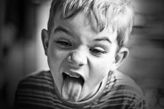 Retrato de B&W del muchacho joven Imagenes de archivo
