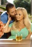 Retrato de besarse joven romántico de los pares Foto de archivo libre de regalías
