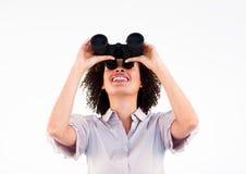 Retrato de binóculos da terra arrendada da mulher de negócios Imagens de Stock