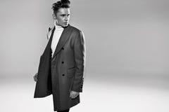 Retrato de Black&white de um homem elegante Imagens de Stock