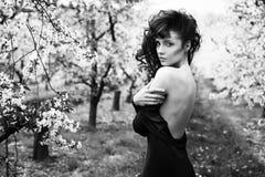 Retrato de Black&white de uma senhora bonita Fotos de Stock Royalty Free