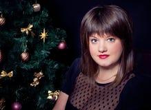Retrato de bonito mais a jovem mulher do tamanho imagens de stock royalty free