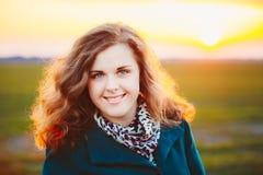 Retrato de bonito mais a jovem mulher do tamanho dentro Imagens de Stock