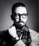 Retrato de BW de um homem novo à moda considerável Fotos de Stock Royalty Free