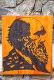 Retrato de Charles Darwin no parque nacional Headquarte de Galápagos imagem de stock