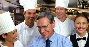 Retrato de cozinheiros chefe de sorriso vídeos de arquivo