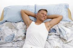 Retrato de descansar o macho novo imagem de stock