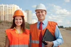 Retrato de dois construtores imagem de stock royalty free