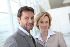 Retrato de dois executivos dentro Imagens de Stock