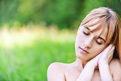 Retrato de dormir de la mujer joven Imagen de archivo libre de regalías