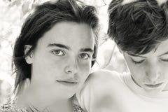 Retrato de dos adolescentes Foto de archivo
