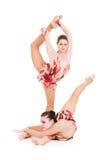 Retrato de dos gimnastas hermosos flexibles Foto de archivo