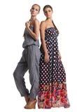 Retrato de dos muchachas de moda hermosas Fotografía de archivo libre de regalías