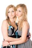 Retrato de dos mujeres jovenes atractivas fotos de archivo