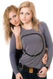 Retrato de dos mujeres jovenes atractivas Foto de archivo