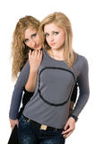 Retrato de dos mujeres jovenes hermosas Foto de archivo