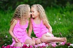 Retrato de dos niñas Fotos de archivo