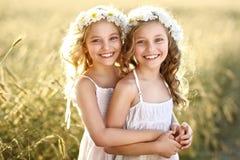 Retrato de dos niñas foto de archivo