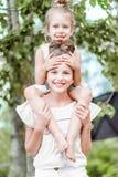 Retrato de dos novias de las muchachas imágenes de archivo libres de regalías