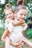 Retrato de dos novias de las muchachas fotos de archivo libres de regalías