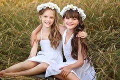 Retrato de duas amigas imagem de stock