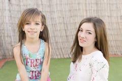Retrato de duas irmãs Foto de Stock