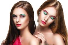 Retrato de duas meninas bonitas novas da sensualidade Imagens de Stock