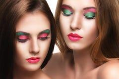 Retrato de duas meninas bonitas novas da sensualidade Imagem de Stock